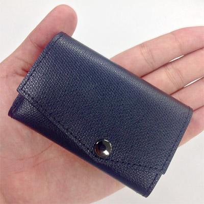 ほぼクレジットカードサイズの超コンパクト財布を持ってお買い物に行きました