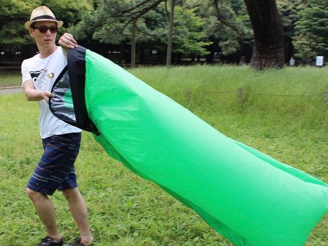 キャンプやビーチ、夏フェスで使えるエアークッション