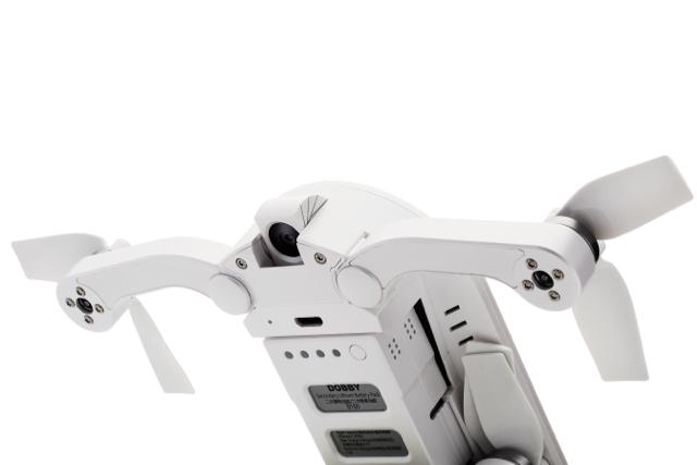 自撮りができる折りたたみ式コンパクトドローン(クアッドコプター)