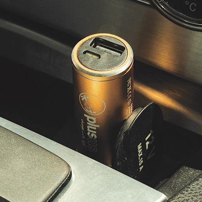車の中でも外でもスマホ充電!世界初のバッテリー内蔵USBカーチャージャー