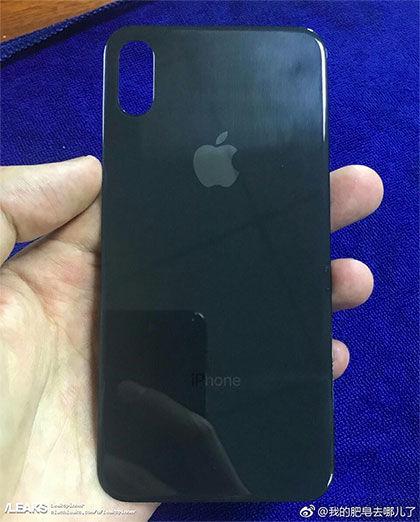 iPhone 8の背面側ガラスパネル?