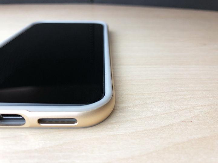 3b71d05984 しかし、iPhone X用のバンパーケース「ODOYO BLADE EDGE(オドヨ ブレード エッジ)」は側面だけでなく、実は背面と前面も守って くれるデキるケースなのです。