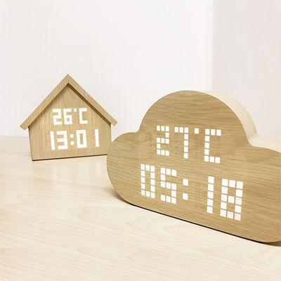 何これ、かわいい!まるで魔法のように時間が浮かび上がるLED卓上時計「PLUS DOT Simplewood」