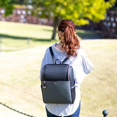オトナ女子必見!上品なデザインと使い勝手を兼ね備えた「Lily Backpack」