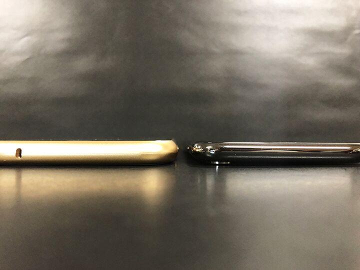 Monolith Alluminio 裸のiPhoneと比較