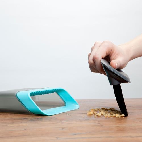 卓上ポータブルちりとり&ブラシセット(Quirky-Broom Groomer Mini)_0
