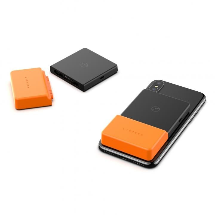 5eced61c39 iPhoneに貼り付けるだけでワイヤレス充電ができるモバイルバッテリーです。iPhoneと接する本体側には目に見えないほどの小さな吸盤「超粘着性ナノサクション」技術が施  ...