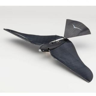 スマホでコントロールできる鳥型のドローン『バイオニック・バード』