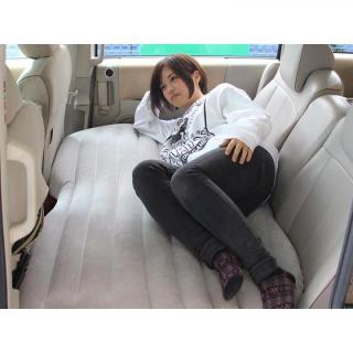 後部座席がベッドに変身 セダンモベッド・ネオ_6
