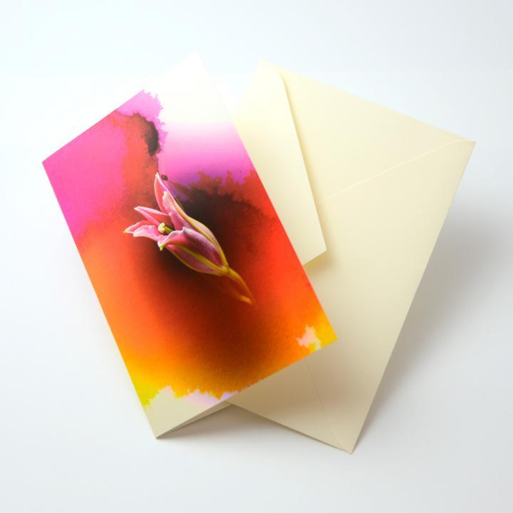 iPhoneで動き出すグリーティングカード Bloom Card 01(百合)